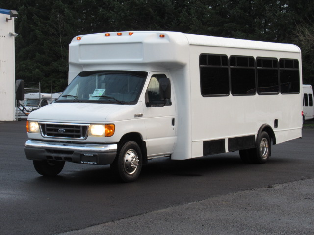Northwest Bus Sales, Inc 2006 Ford Glaval 24 Passenger Shuttle Bus – S33063